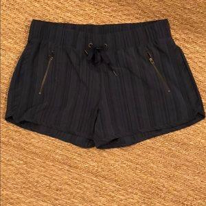 NWOT SZ M Athleta shorts